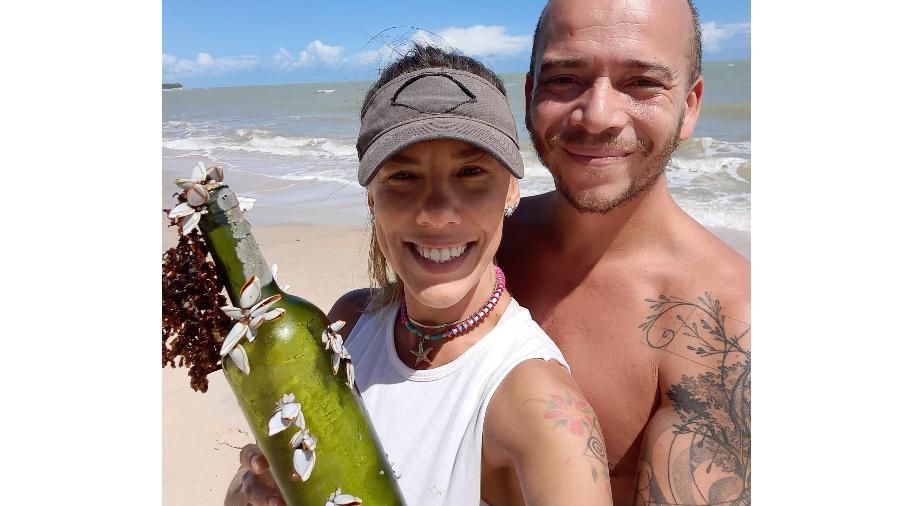 Mensagem na garrafa ficou três anos até ser achada pelo casal brasileiro - Reprodução/Twitter