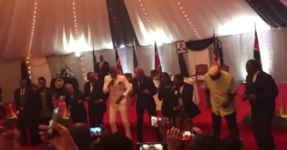 Barack Obama dança a tradicional lipala, ritmo africano, no Quênia