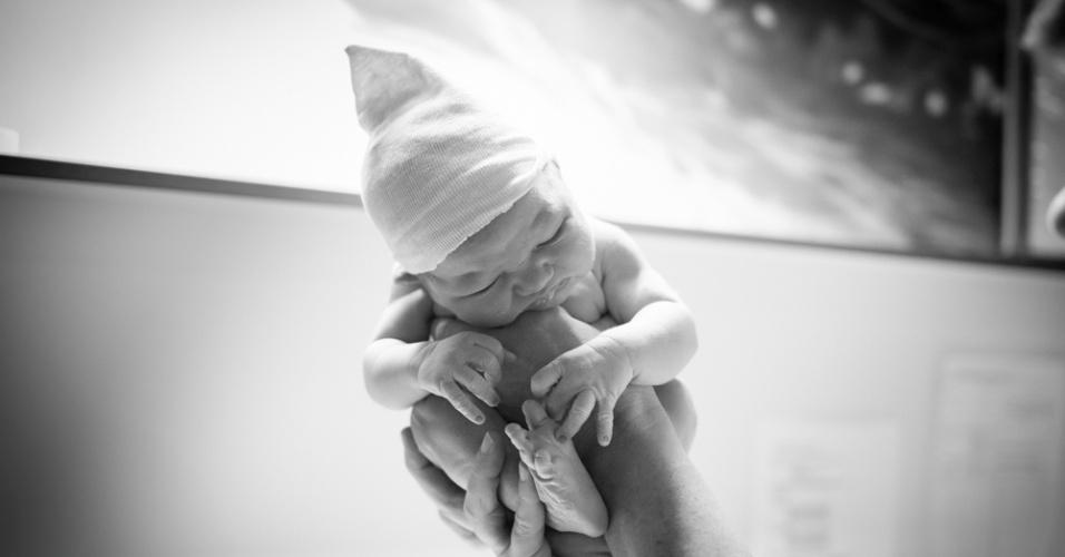 """15.set.2015 - """"Quando eu me tornei mãe percebi ainda mais o quanto essas fotos são especiais. Não apenas por lembrar um dos momentos mais importantes da vida, mas também para entender o processo do nascimento e tudo o que acontece antes e depois dele"""", diz"""