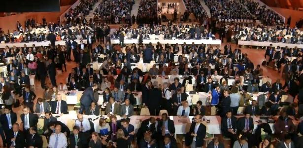Sessão plenária para aprovação de acordo climático de Paris vai começar - Reprodução