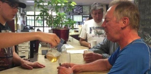 Clínica canadense trata o alcoolismo servindo vinho