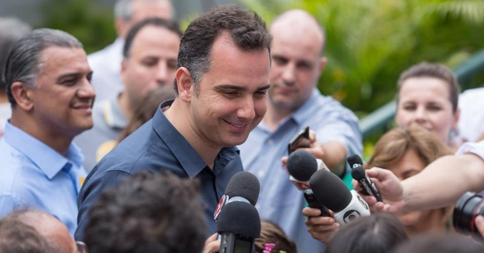 2.out.2016 - Rodrigo Pacheco (PMDB), candidato a prefeito de Belo Horizonte, votou no Colégio Santo Tomás de Aquino, no bairro São Bento