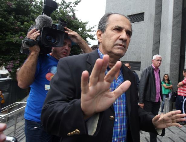 16.dez.2016 - O pastor Silas Malafaia chega para depor na sede da Polícia Federal em São Paulo