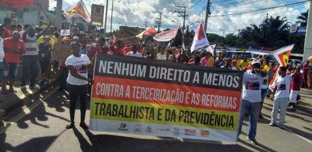 Em Lauro de Freitas (BA), centrais sindicais fecham acesso às praias do litoral nordeste do Estado - Paulo Pitta/Agência A Tarde