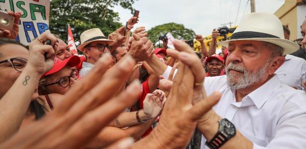 Lula participa de ato cultural na cidade de Cordisburgo durante caravana por Minas Gerais