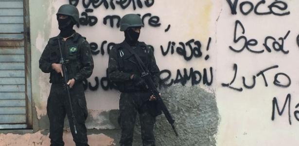 23.fev.2018 - Forças Armadas realizam operação na Vila Kennedy, zona oeste do Rio