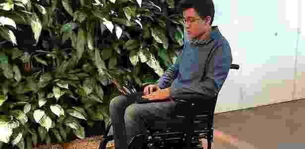 Tecnologia movimenta cadeira de rodas motorizada apenas com o olhar - Divulgação