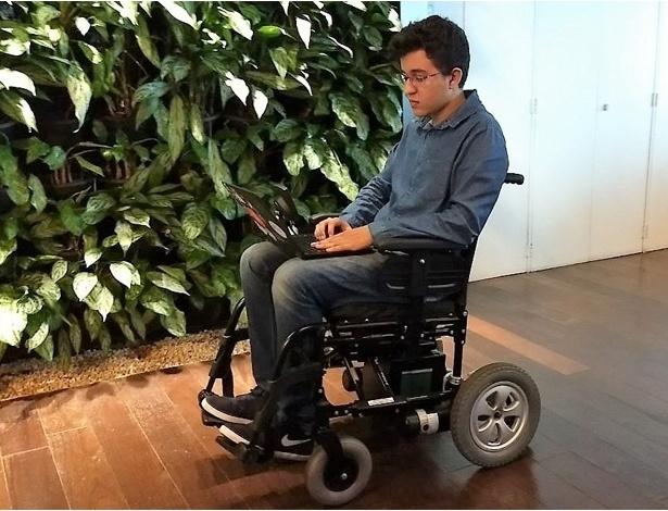 Tecnologia movimenta cadeira de rodas motorizada apenas com o olhar