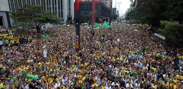 30.set.2018 - Milhares de pessoas participam de ato pró-Bolsonaro na av. Paulista