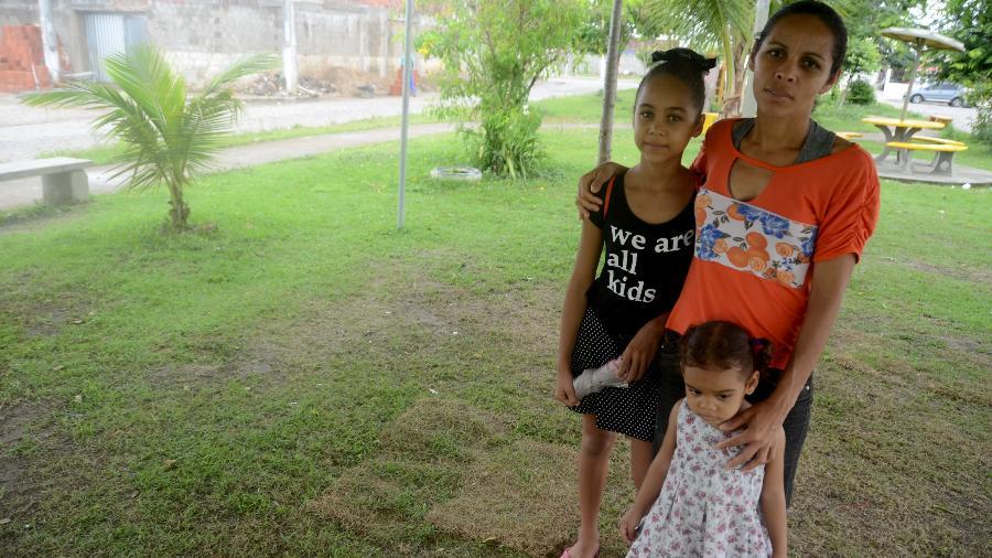 Edivânia Ferreira da Silva, 32, que está em busca de creche para as filhas para poder ir trabalhar - Beto Macário/UOL
