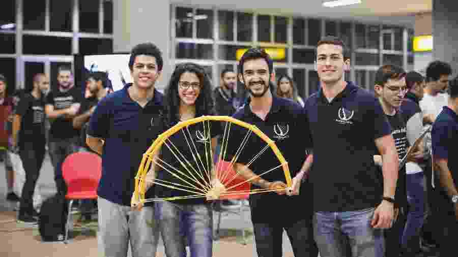 Alunos ganharam desafio de Semana da Engenharia Civil da Poli-UFRJ com ponte de macarrão - Escola Politécnica da UFRJ/Divulgação