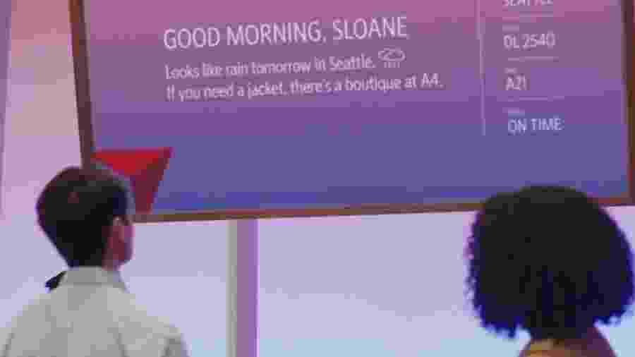 Delta vai começar a testar tela futurística que mostra mensagens diferentes para cada pessoa - Reprodução
