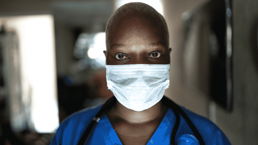 Universidade de Washington aponta que medidas como uso de máscara podem evitar milhares de mortes na América Latina - Getty Images