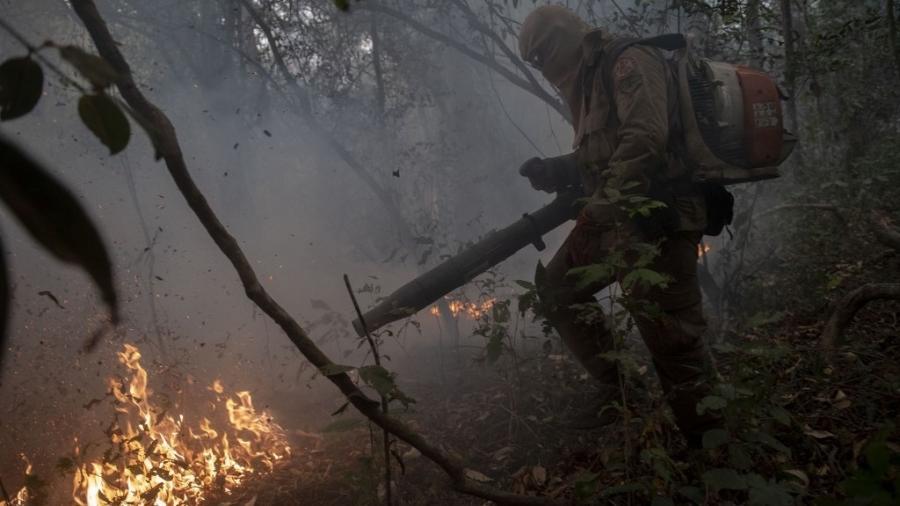 Ibama mandou brigadistas de todo o país retornarem a suas bases; Órgão afirma que tem dívida de R$ 19 milhões - Mauro Pimentel/AFP