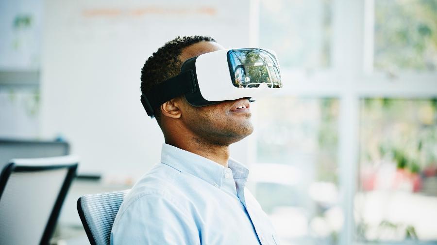 Óculos de realidade virtual, ou VR, vem ganhando espaço entre gamers, no entretenimento e na comunicação - Getty Images