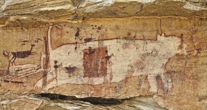 31.jul.2015 - Registros rupestres, pintados ou gravados sobre as paredes rochosas, são formas gráficas de comunicação utilizadas pelos grupos pré-históricos que habitaram a região do Parque Nacional Serra da Capivara, localizado em São Raimundo Nonato (PI)