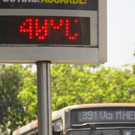 Termômetro marca 40 graus em Marechal Hermes, na zona norte do Rio de Janeiro - Ellan Lustosa/Código 19/Agência O Globo