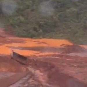 Deslizamento em área de mineradora em Mateus Leme