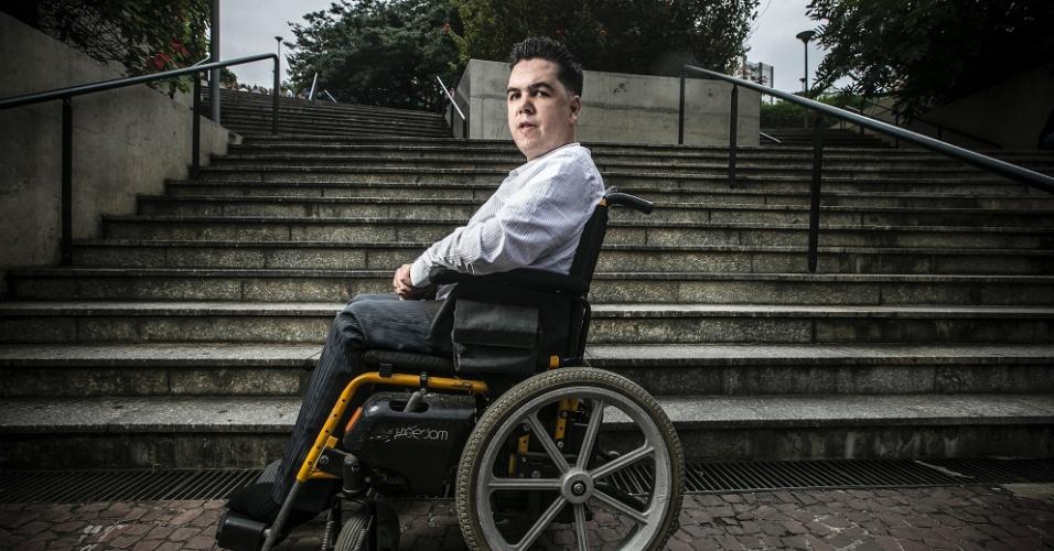 Bruno Vilela é cadeirante, funcionário do Banco Itaú e não se intimida com obstáculos.