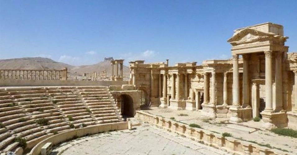 28.mar.2016 - Usado para execuções de vítimas do Estado Islâmico, o anfiteatro de Palmira não foi depredado. Depois de 10 meses sob controle do grupo extremista, a cidade histórica síria foi libertada por tropas leais ao governante do país, Bashar al-Assad