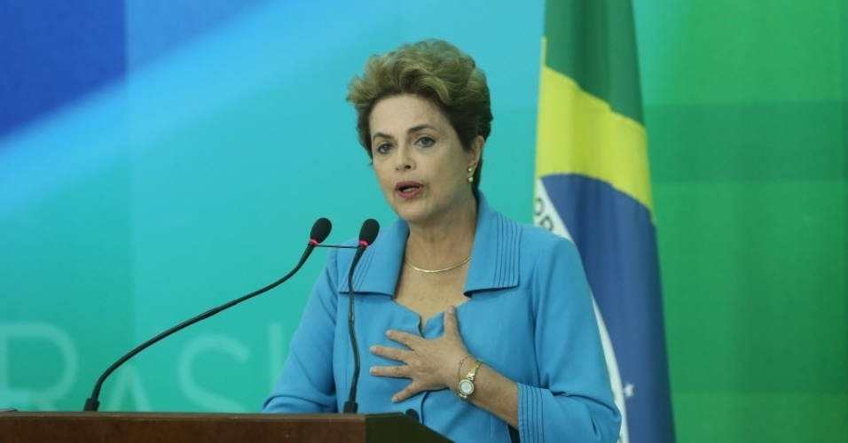 18.abr.2016 - A presidente Dilma Rousseff faz o primeiro pronunciamento após aprovação na Câmara dos Deputados do processo de impeachment