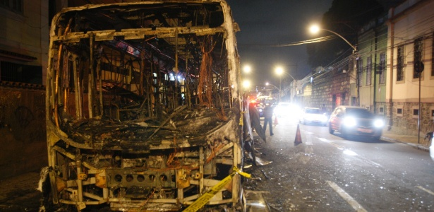 Em maio, moradores do Morro dos Macacos queimaram ônibus em protesto contra a morte de um jovem morto em confronto com a PM