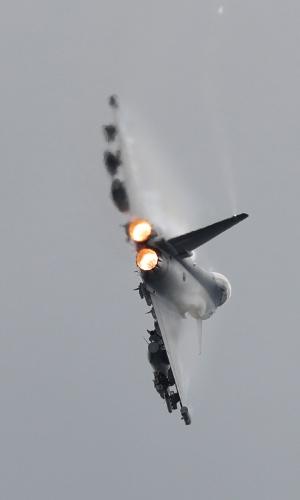 Eurofighter Typhoon é outro caça exibido na Farnborough Airshow, na Inglaterra