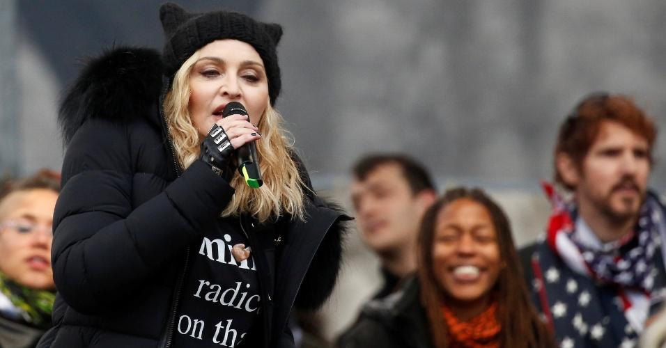 """21.jan.2017 - A cantora Madonna discursou contra Trump em Washington e conclamou à multidão: """"À rebelião"""""""