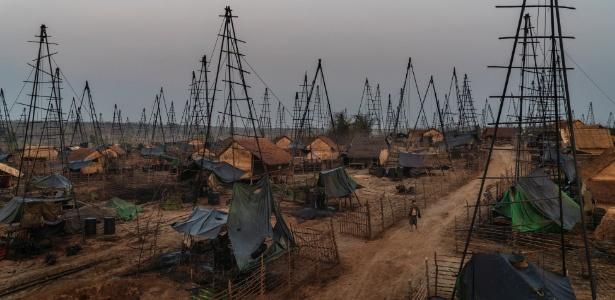 Campo de extração de petróleo próximo a Minhla, em Mianmar