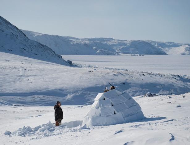 Iglu construído por Tiisi Qisiiq, em Kangiqsujuaq, no Quebec  - AARON VINCENT ELKAIM/NYT