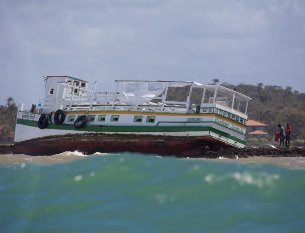 Lancha que transportava passageiros da Ilha de Itaparica para Salvador naufragou na quinta-feira (24) - Fernando Vivas/Folhapress