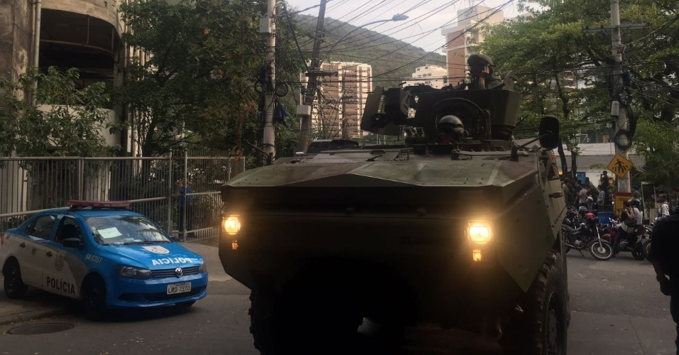 22.set.2017 - Exército chega para cerco à Rocinha