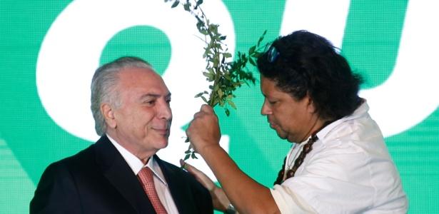 Temer foi benzido por Pai Uzêda durante convenção do PMDB, em Brasília - Igo Estrela 19.dez.2017 /PMDB/AFP