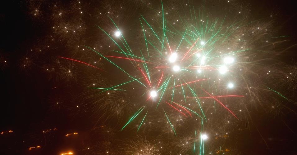 31.dez.2017 - Fogos de artifício iluminam a noite de Ano Novo em Minsk, na Bielorrússia