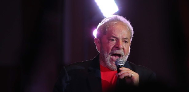 O ex-presidente Lula durante ato com artistas em janeiro