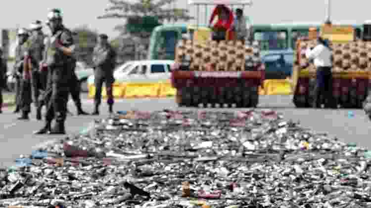 9.dez.2004 - Cerimônia de destruição de cerca de 10 mil armas de fogo recolhidas pela Campanha do Desarmamento, realizada no Memorial Juscelino Kubitschek, em Brasília - Sérgio Lima/Folhapress - 9.dez.2004 - Sérgio Lima/Folhapress - 9.dez.2004