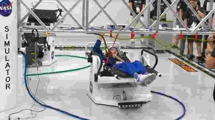 Alyssa em simulador da Nasa - Reprodução/Nasablueberry