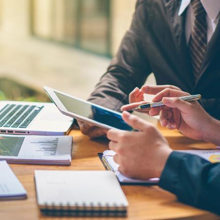 Negócios escritório contabilidade finanças empresa contador - Getty Images/iStockphoto