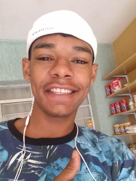 Joel Rodrigues do Nascimento Júnior, 21 anos, que foi preso e condenadio pelo roubo de uma moto, mesmo após amigos, vizinhos e familiares terem afirmado que ele apenas viu a moto sendo abandonada na rua onde mora - Arquivo Pessoal