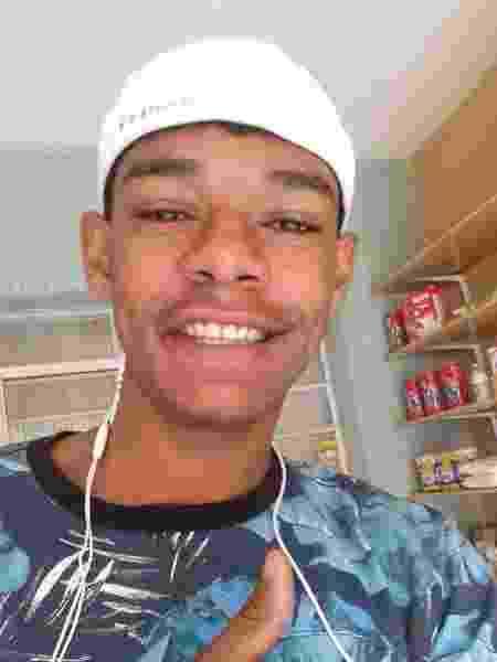 Joel Rodrigues do Nascimento Júnior, 21 anos, que foi preso e condenadio pelo roubo de uma moto, mesmo após amigos, vizinhos e familiares terem afirmado que ele apenas viu a moto sendo abandonada na rua onde mora - Arquivo Pessoal - Arquivo Pessoal