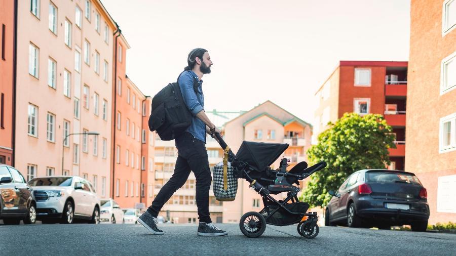 O carrinho de bebê vai ser usado pela família por um bom tempo: veja como escolher o modelo adequado - Getty Images/Maskot
