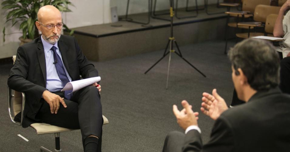 19.fev.2016 - O colunista da Folha de S. Paulo e blogueiro do UOL, Josias de Souza, durante entrevista com Fernando Haddad na Prefeitura de São Paulo