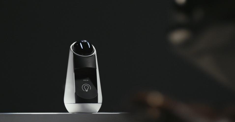 21.fev.2016 - O Xperia Agent, da Sony, é de um assistente digital com câmera para identificar as pessoas e seus arredores. Ele interage com o usuário fornecendo informações sobre previsão do tempo, compromissos, lembretes e afins, e ajuda a controlar iluminação e aquecimento em uma casa conectada