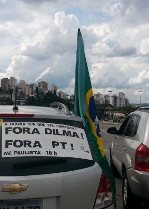 Manifestantes a favor do impeachment da presidente Dilma Rousseff realizaram uma carreta neste domingo (7)