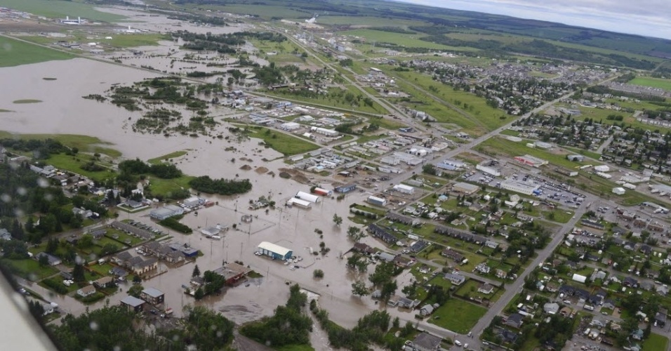 17.jun.2016 - A cidade de Dawson Creek ficou alagada após fortes chuvas no Canadá