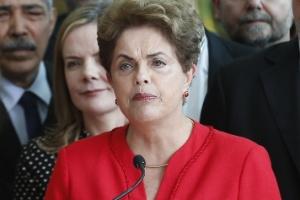 Dilma discursa após afastamento, em 2016