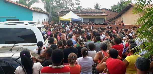 Familiares, amigos e moradores de Uruçuí acompanham enterro de Flaviano