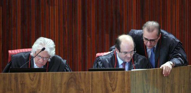 Ministros Napoleão Nunes Maia Filho (e), Admar Gonzaga (c) e Tarcísio Vieira de Carvalho Neto (d) votaram contra a cassação