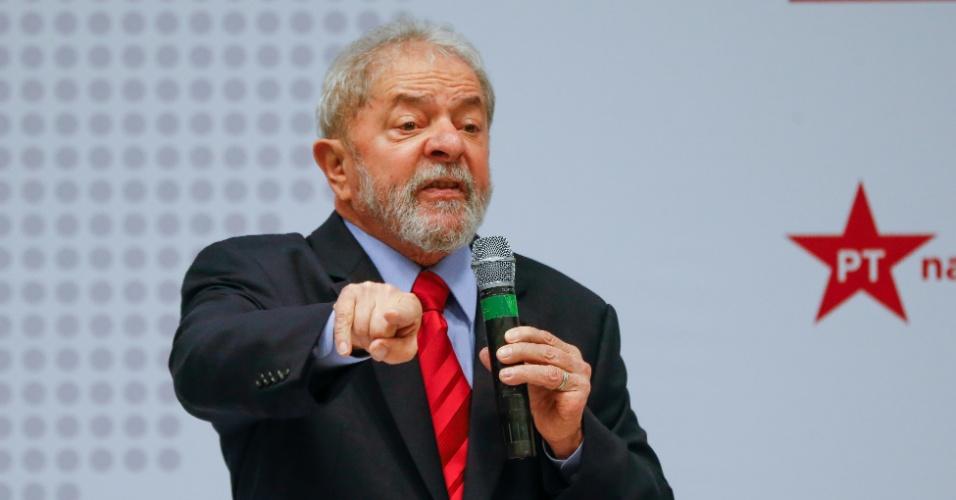 24.abr.2017 - O ex-presidente Lula em evento organizado pelo PT para discutir propostas para a economia brasileira em abril