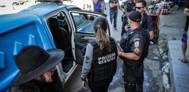 As investigações apontam que o tiro que atingiu Claudineia partiu de traficantes da favela